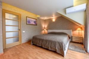 80 м² Четырехместные апартаменты с 2 спальнями, балконом. Коттедж № 1, апартаменты № 2 -